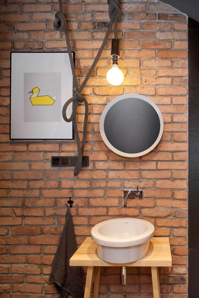 salle-de-bain-avec-mur-de-briques