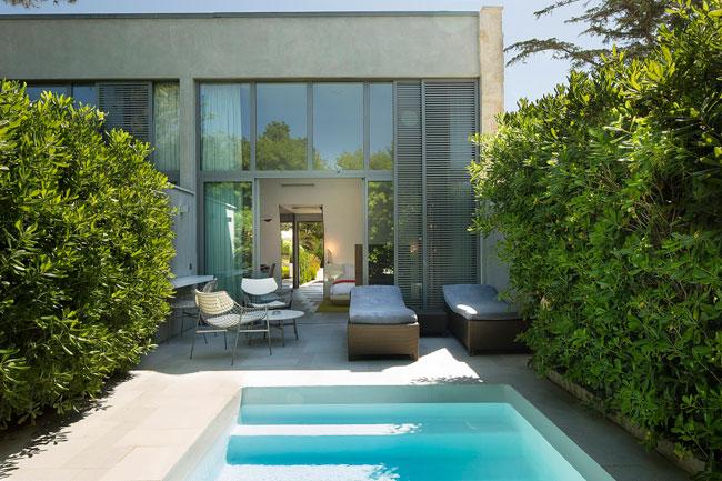 Chambres d 39 h tels avec piscine priv e for Design hotel des francs garcons saintes
