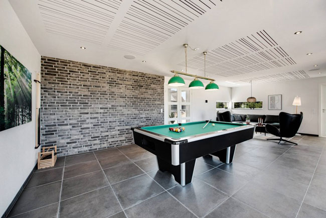 am nager une salle de billard dans sa maison. Black Bedroom Furniture Sets. Home Design Ideas